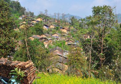 """Có một ngôi làng trăm tuổi sắp bị lãng quên """"e thẹn"""" ẩn nấp đằng sau phố cổ Đồng Văn tỉnh Hà Giang!"""