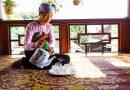 Có một ngôi nhà sàn nhỏ mang tên homestay ở Pù Luông Thơ Hà nằm trên đỉnh núi Pù Luông
