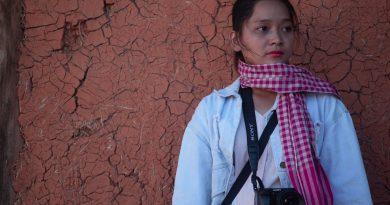 Bán khăn rằn Nam Bộ, cô gái mang luôn chiếc khăn rằn phượt xuyên Việt 1 năm