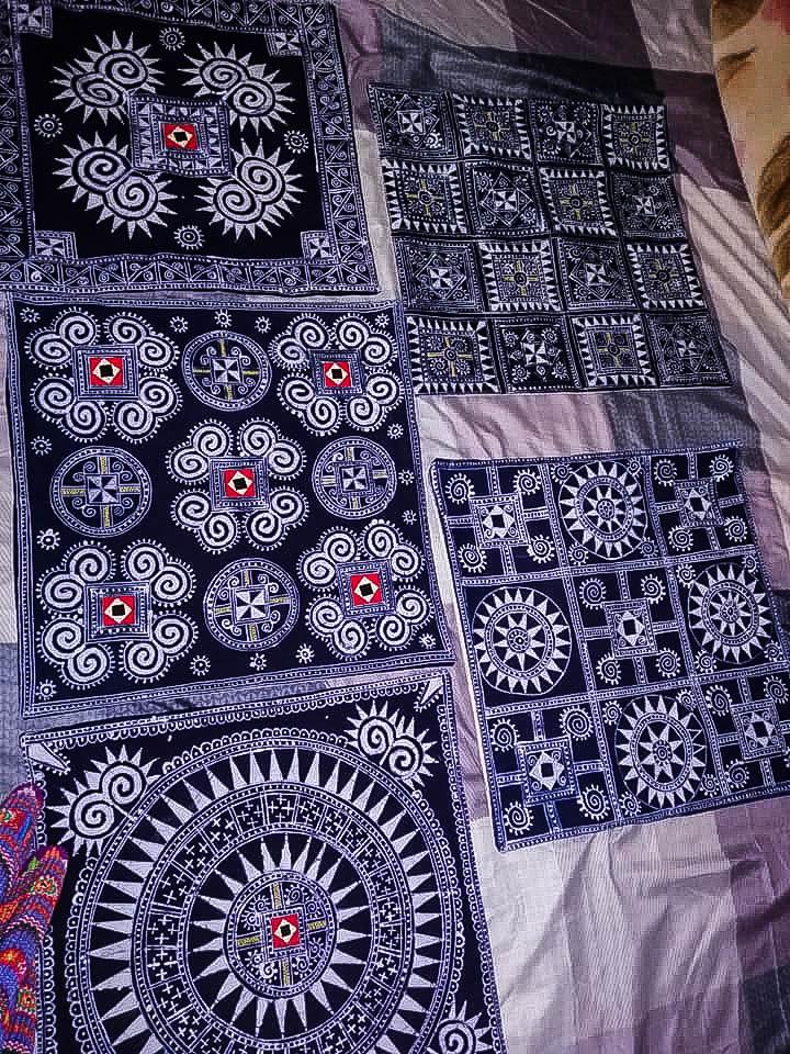 Sản phẩm khăn trải bàn thổ cẩm