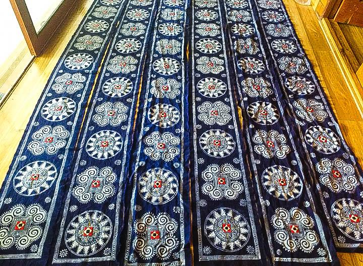 Sản phẩm khăn trang trí thổ cẩm