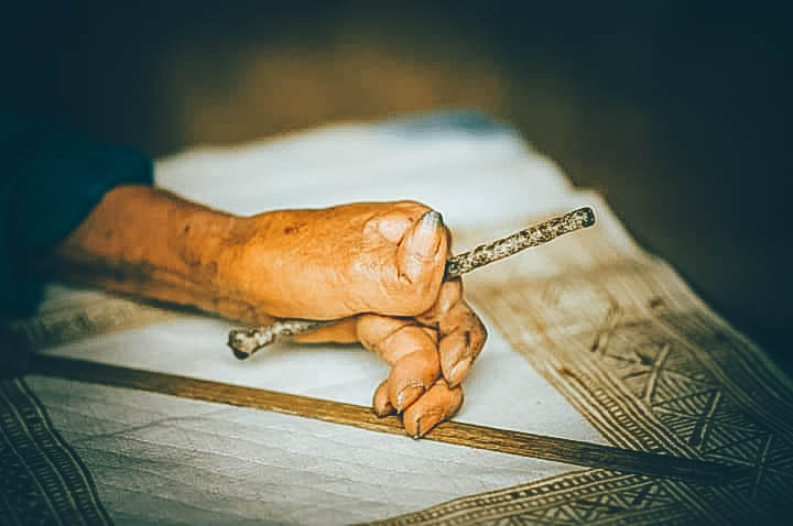 Bàn tay thép tạo nên những tấm thảm treo tường thổ cẩm