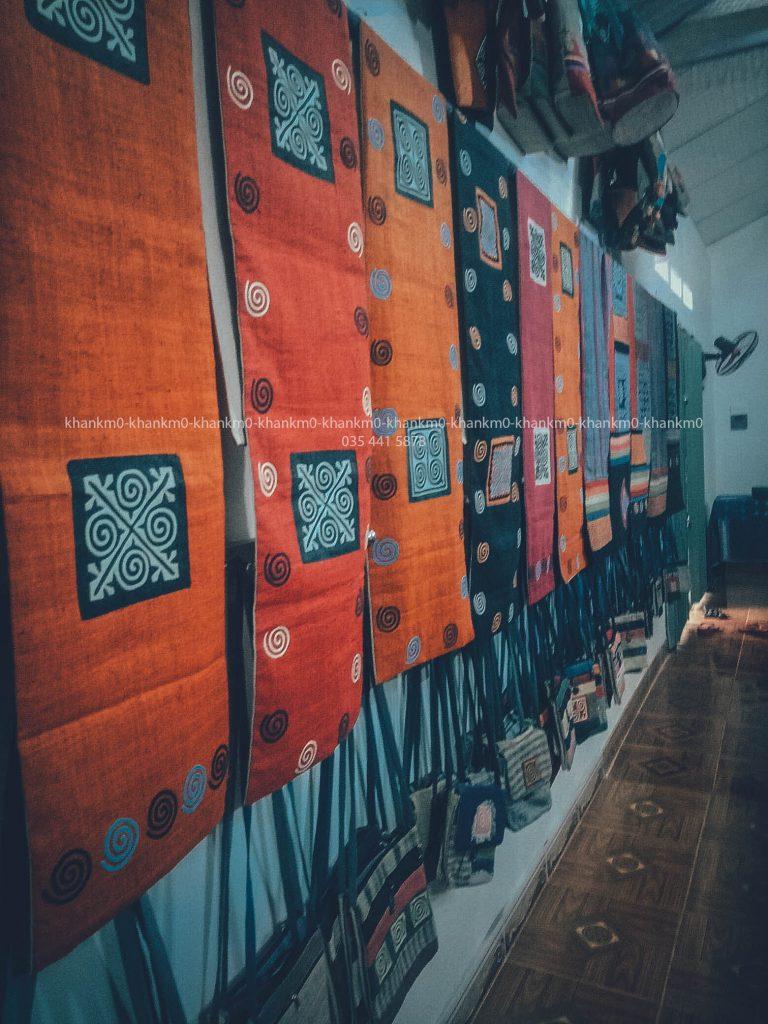 Sự độc đáo của những chiéc thảm treo tường thổ cẩm Mông