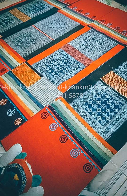 Người Mông là những con người tạo ra những chiếc thảm treo tường thổ cẩm