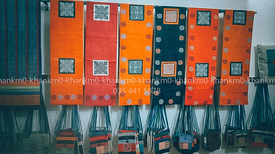 Những tấm vải thổ cẩm Mông