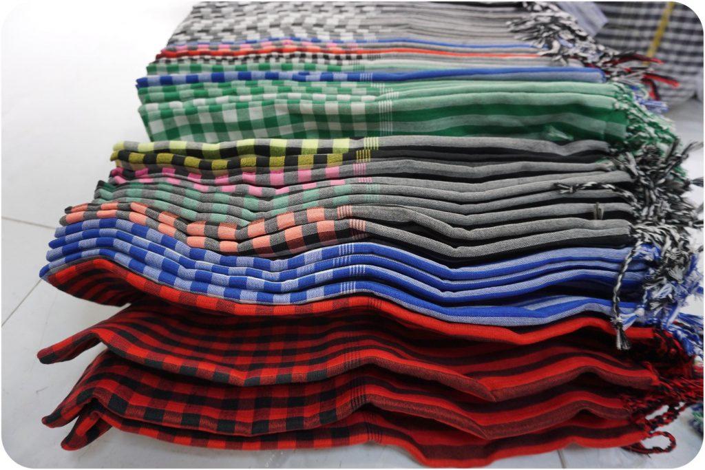 Các màu sắc khăn rằn nam bộ